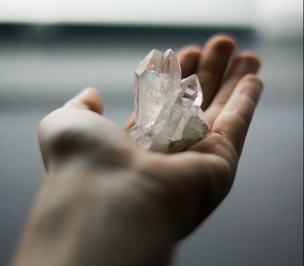 Bienfaits du cristal de roche : les vertus uniques de cette pierre !