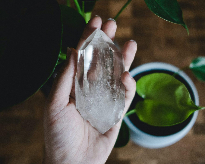 Bienfaits du cristal de roche : ses vertus insoupçonnées!
