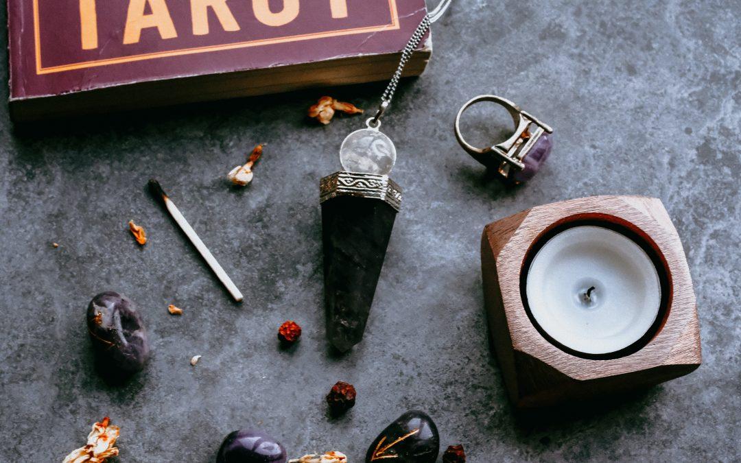 Nettoyer ses pierres : les meilleures méthodes de purifications